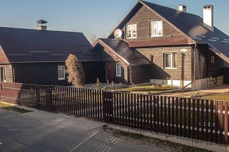 усадьба Беловежское поместье. АПШ - Kamianiuki - Rumah