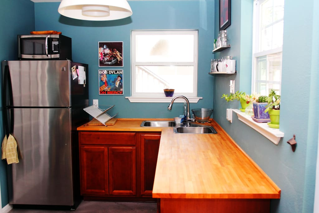 Kitchen - fridge, microwave, hot plate, french press, coffee/tea, filtered water, sink