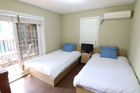Hongdae Lodge - Terraced Room - Casa
