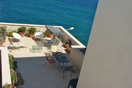 flat on the sea in polignano