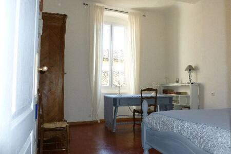 chambre  salle de bain individuelle - Caux, Hérault