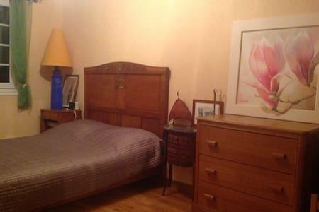 Agréable chambre à 45 mn de Paris - Verneuil-l'Étang