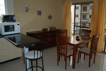 Beautiful 1 bedroom close to beach