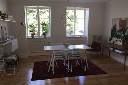 Lägenhet mitt i medeltida Visby - Visby - Apartment