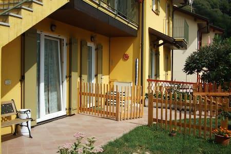 appartamento con giardino autonomo - Canzo - Apartment