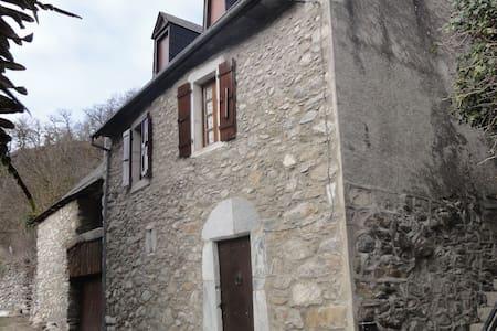 maison dans petit village calme des Pyrénées - Hus