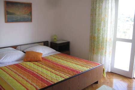 Spacious double room with gardena and city view - Hvar - Bed & Breakfast