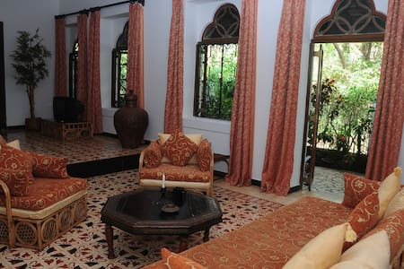 Romantic suite in Traditional Villa - Goa