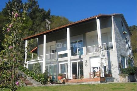 Casa con Piscina y magníficas vistas - Chalé