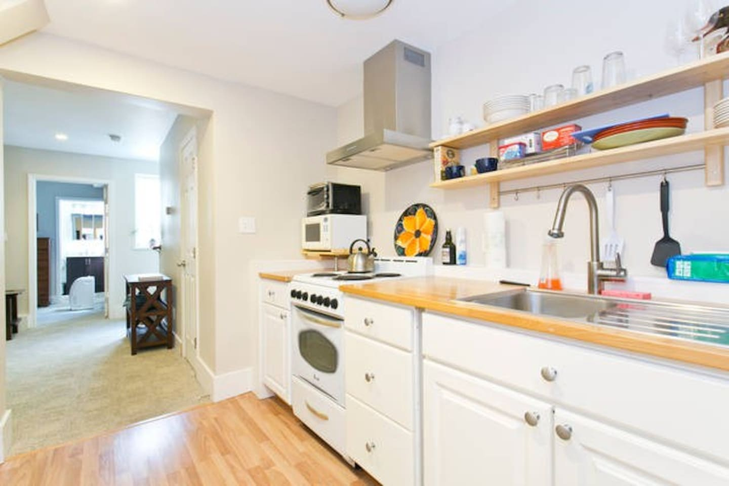 This quaint full kitchen with hardwood floors is sure to accommodate!