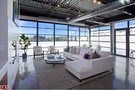 Modern Loft  (1300 sq. ft) - Santa Monica