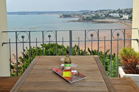 Stunning sea views - 2 bed 15