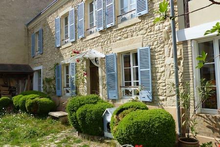 Maison de charme, coeur du vignoble - Ville-Dommange
