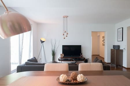 Generous apartment right in the city centre - Appartement