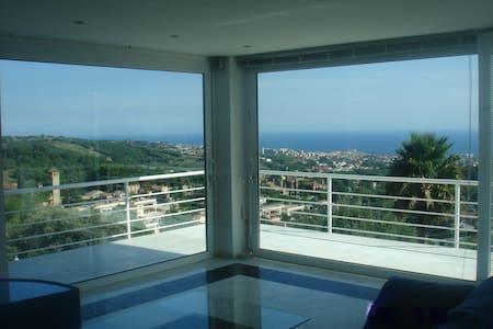 fabulous sea view 11 km Barcelona - El Mas Coll - House