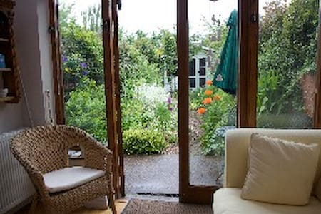 Delightful holiday home in the heart of Topsham - House