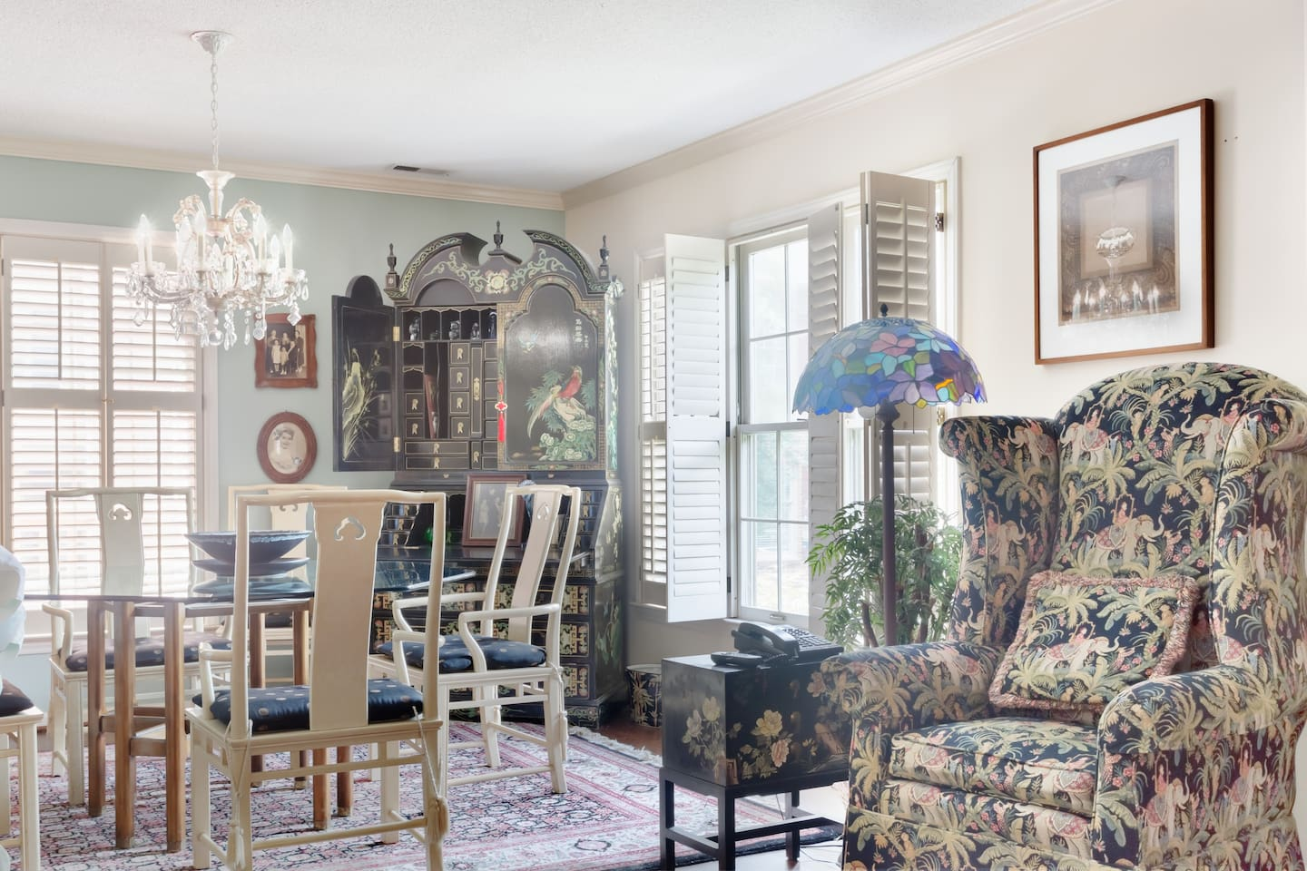 Luxurious Home w Antiques @ Art