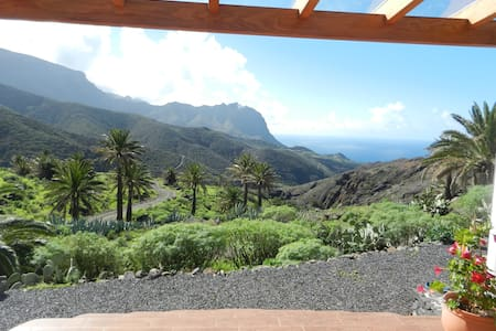 Studio with stunning ocean view  and mountainridge - Vallehermoso