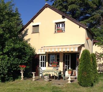 Naturistisch vakantiehuis in de Dordogne - Saint-Chamassy - Hus