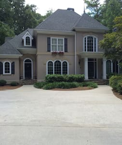 Comfy Queen and fit for a King. - Peachtree Corners - Bed & Breakfast