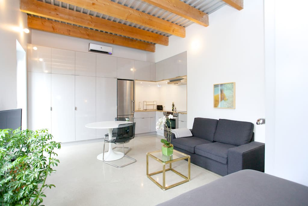 Polished concrete floor with integrated heating
