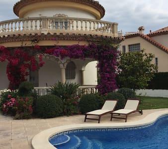 Villa Privata con Piscina - 6 persone - Costa del Zefir