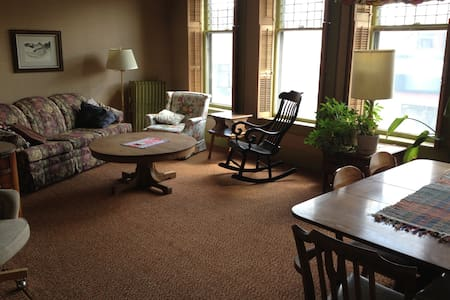 Charming apartment downtown Laramie - Daire