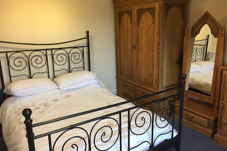 Double bedroom in victorian family home - Kilmarnock