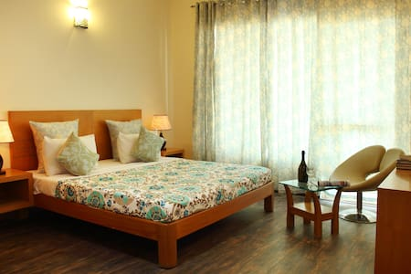 Private Serviced Suite with attached balcony - Gurgaon - Apartment