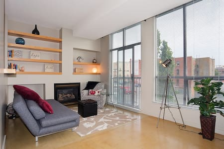 Chic Inner Harbour Waterfront Loft! - Victoria