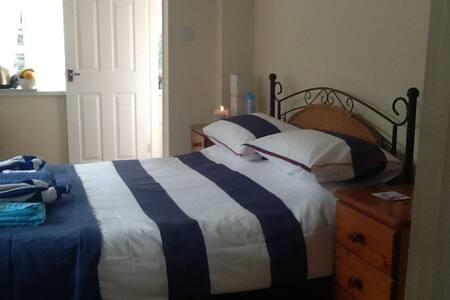 double ensuit room - Torquay - Bed & Breakfast