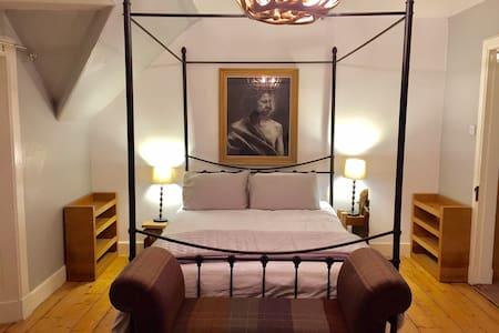 Artist's apartment in Former Temperance Hotel - Aberfeldy