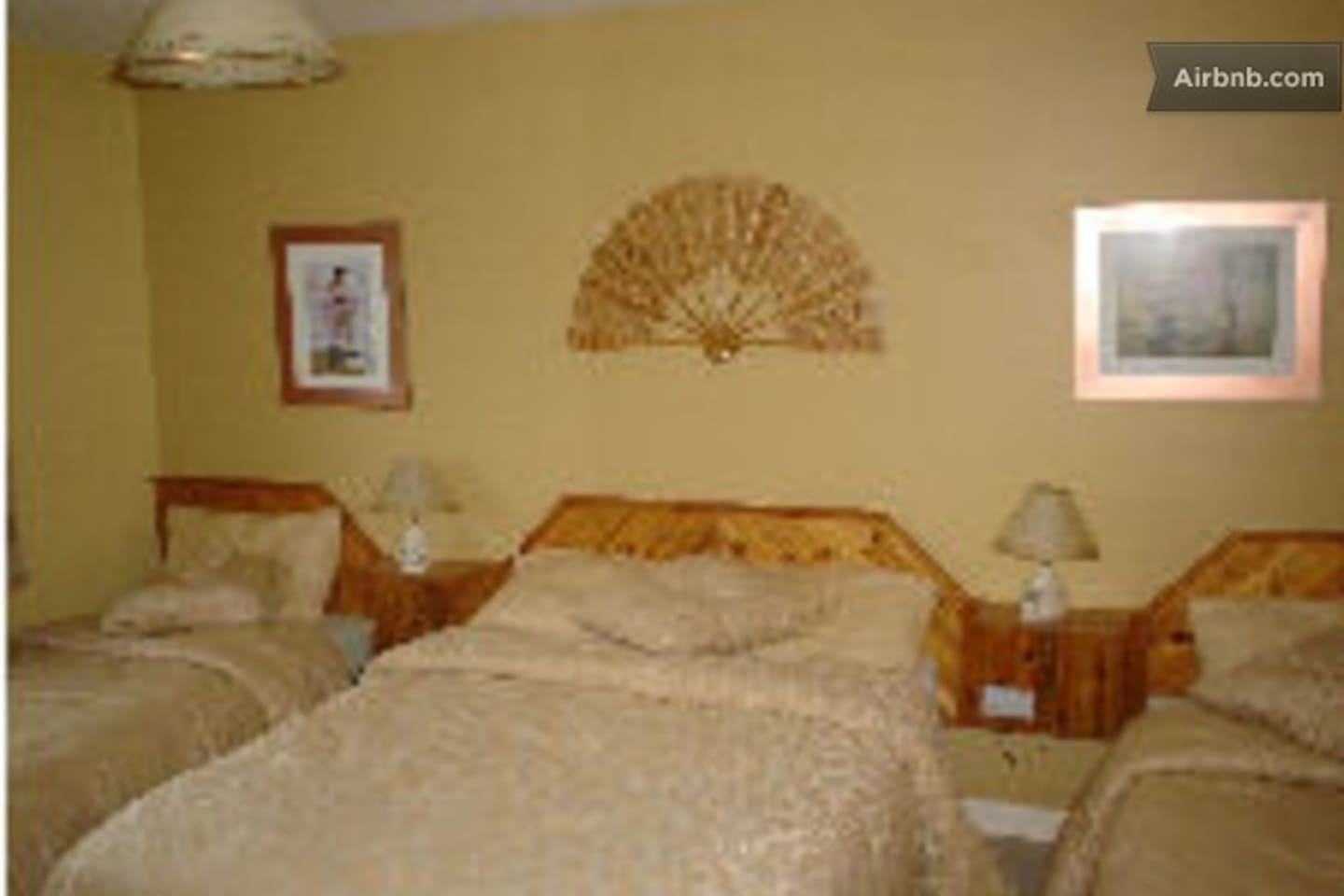 bed room for 3 or 4 persons. en suite.