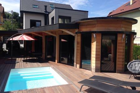 Chambre 2 pers ds maison style loft - Huis