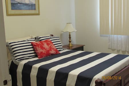 CHARMING /SPACIOUS /2BRS, sleeps 6