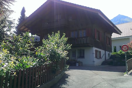 Private rooms 5 min from the statio - Spiez - House