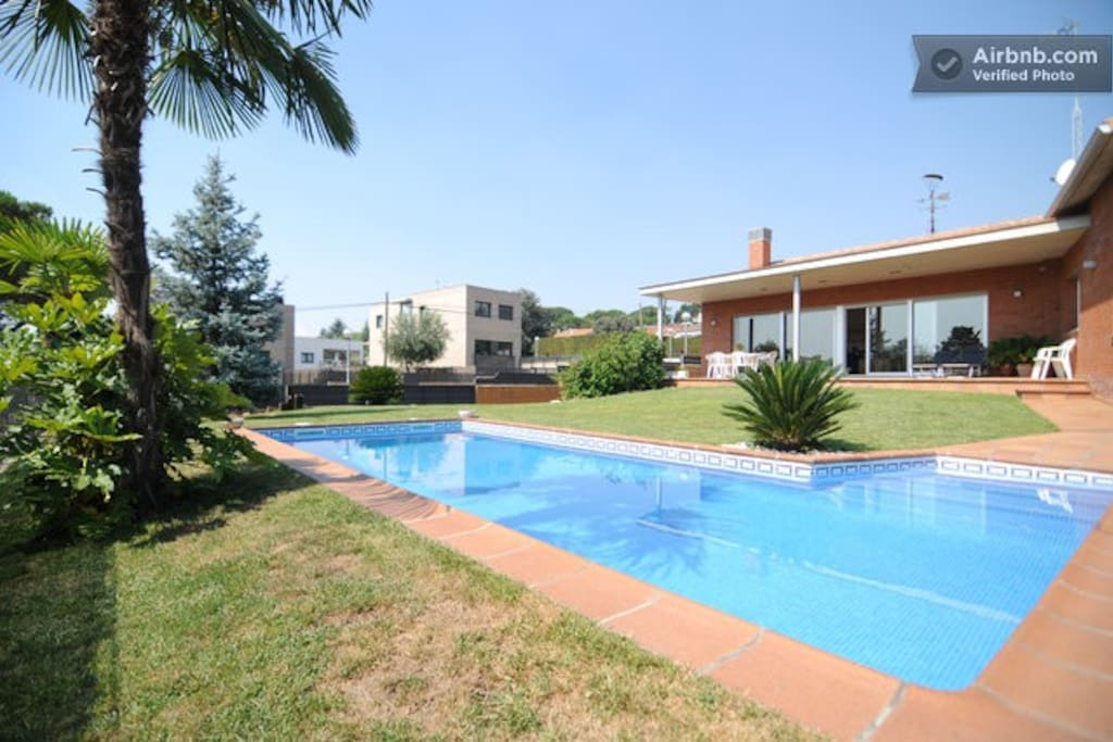 Habitaci N En Casa Con Piscina Houses For Rent In Canovelles