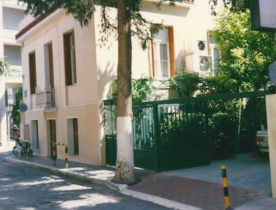 House Apartment with private garden - Athina - Villa