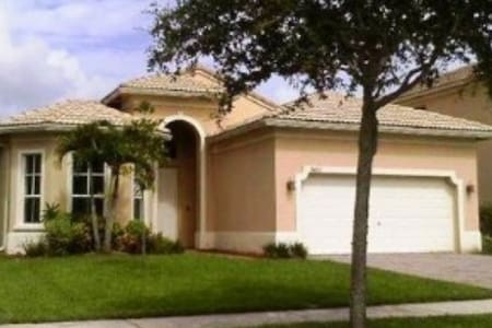 1 or 2 Rooms for rent in secure (gated) community - Fort Pierce - Casa