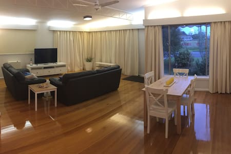 Charming Charles, 2 beds by the sea - Dromana