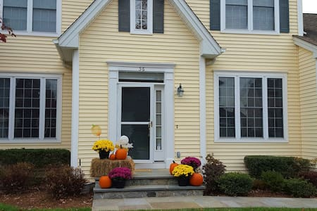 Immaculate room in 5 bedroom home - White Plains - Hus