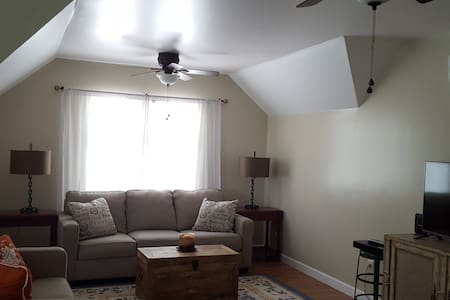Cozy Apartment in Peaceful Setting - Uniontown - Apartment