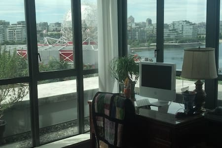 Fantastic private room in a great location - Vancouver - Appartement