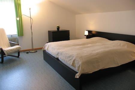 Freundliches Zimmer in grüner Umgebung - Maison