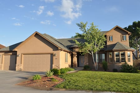 Upscale Home with Convenient Location in Fruita - Ház
