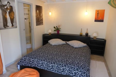 Chambre indépendante avec piscine - Bed & Breakfast
