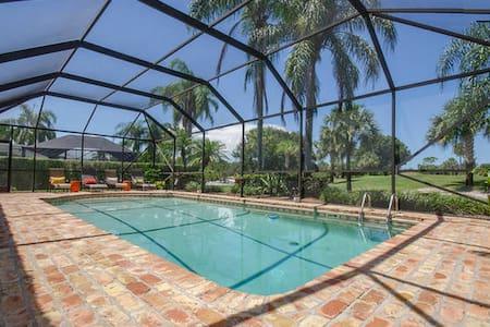Beautiful 2BD 1BA w/ pool & grill! - Ház
