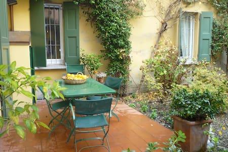 Stanza e giardino a Bologna centro  - Apartment