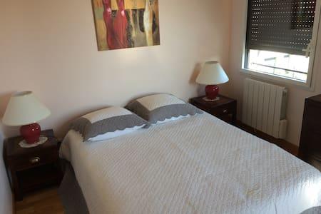 Chambre avec grand lit - Appartement