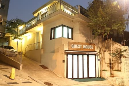 Seoul Myeongdong Stay -twin room - Bed & Breakfast